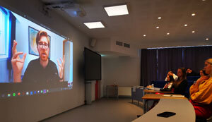 Psyk2 elevar har nettmøte med psykolog  frå Helse Bergen