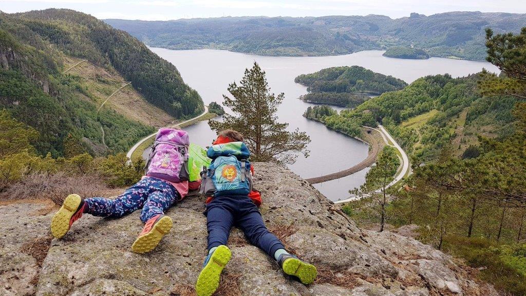 Barn over Tronvik