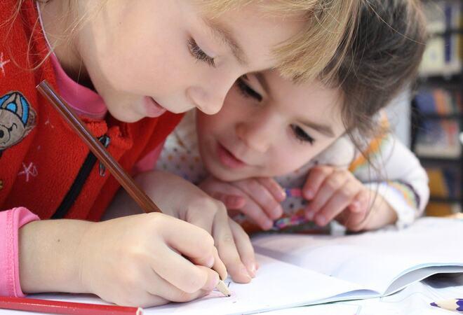Barn på skolen