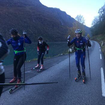 Landslinjeelevane i Skiskyting på trening i Lodalen    Foto: Stryn vgs