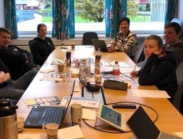 Elevar deltek på digital konferanse