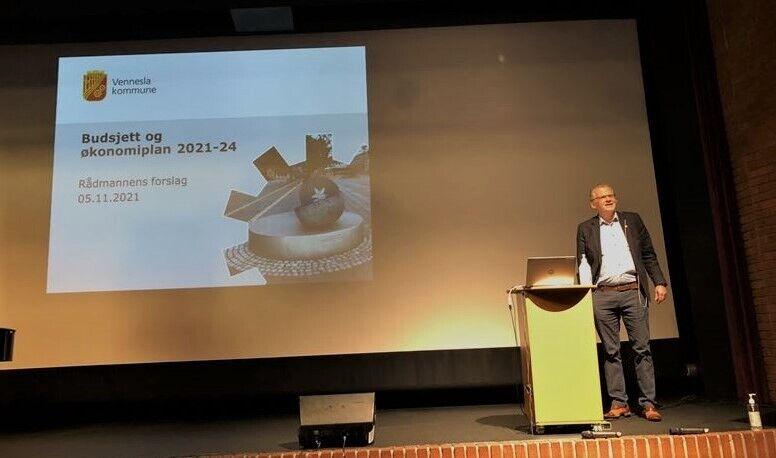 Rådmann Svein Skisland la fram et meget stramt budsjett for kommujnestyret torsdag.