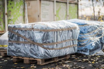 Asbestmaterial skal pakkast inn i to lag med bygningsplast og teipast i alle kantar og skjøtar