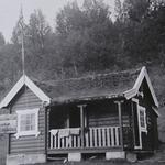 Fjørtofthytta, lånt fra fotoalbum i Kjersti Sønderlands eie.