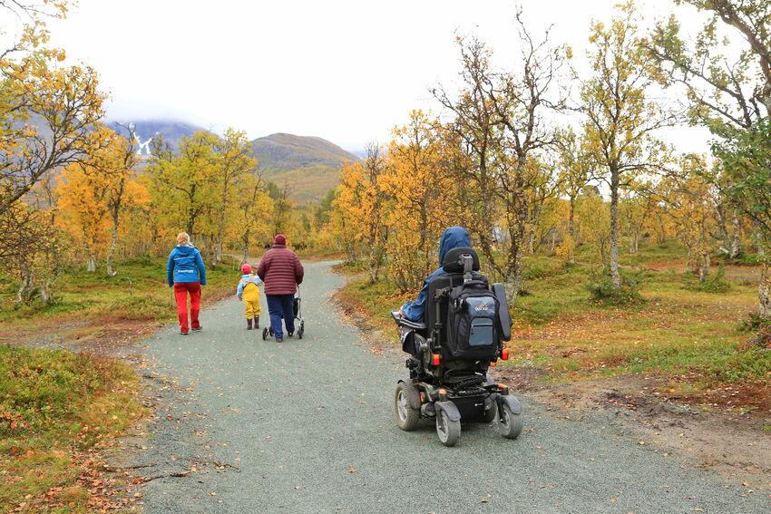 Jevn og bred rullestolturveg i Sørlenangsbotn. Foto: Tine Marie Valbjørn Hagelin
