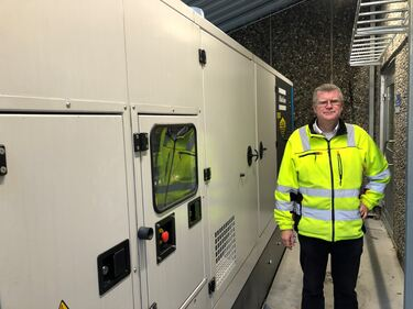 Arne Vatne med det nye store aggregatet