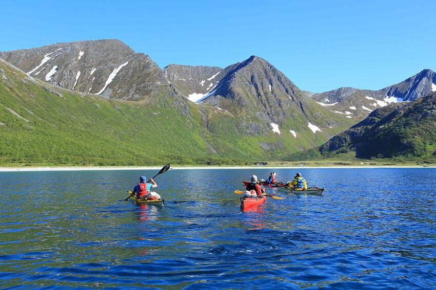 Breivika på Rebbenesøya er et yndet turmål for kajakkpadlere og båtfolk. Med sin kritthvite lange sandstrand og beliggenhet gjør dette til et unikt friluftsområde. Foto: Tine Marie V Hagelin