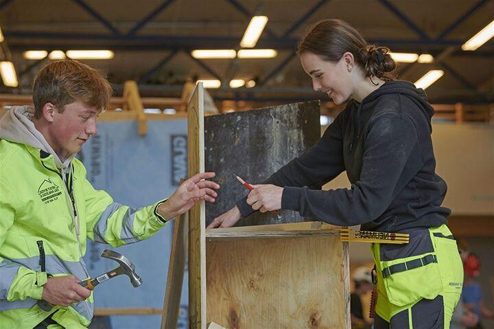 SOMMARJOBB: Unge i Vestland kan få sommarjobb i fylkeskommunen.