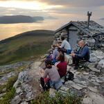 Trenger du en pust i bakken på vei opp til Vantinden (1031 moh), er Steinhytta (Bjørnebu 350 moh) et godt valg. Foto: Frank G. Larsen