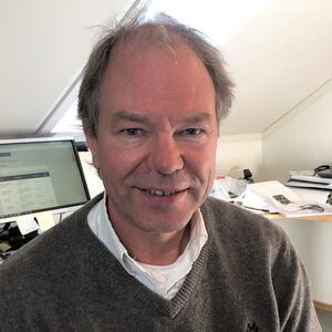 Kommuneoverlege Per Kjetil Dalane ber russen teste seg igjen.