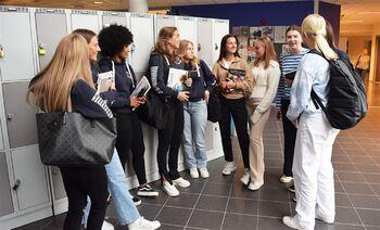 NYTT SKULEÅR: Sogndal vidaregåande skule har rundt 760 elevar fordelt på både studiespesialiserande og ei rekke yrkesfaglege programområde. Skulen ligg på Fosshaugane Campus, der elevar og tilsette flytta inn i nytt og samlokalisert bygg i 2017. (Foto: Vestland fylkeskommune)