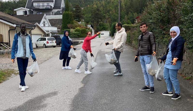 John, Ibtisam, Natthamon, Kayed, Mohamad og Amal ryddet mye søppel under aksjonen.