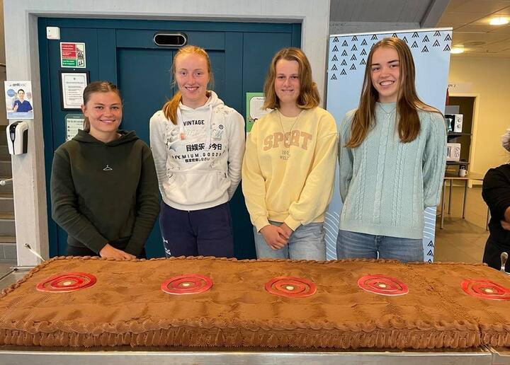 Kakefest for NM-medaljørar   Foto: Stryn vgs
