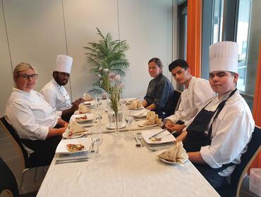 Viser lærarar og elevar på vg2 Kokk- og servitørfag