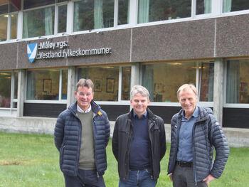 Fylkesdirektør Rune Haugsdal, Avdelingsdirektør Bjørn Lyngstad og fungerande rektor Hallgeir Hansen