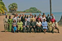 Samlet til konferanse. I midten Malawis innenriksminister.