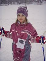 Sandra  i 1. klasse med klippekort for å måle antall runder