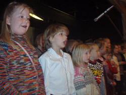 1. - 4. klasse synger av full hals